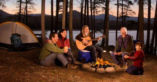 Hang Sơn Đoòng nằm trong các khu cắm trại độc đáo nhất thế giới - Ảnh 1.