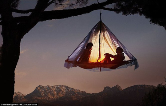 Hang Sơn Đoòng nằm trong các khu cắm trại độc đáo nhất thế giới - Ảnh 2.