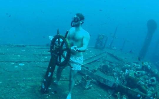 Cảnh ngoạn mục của xác tàu đắm dưới đáy biển Bali - Ảnh 2.