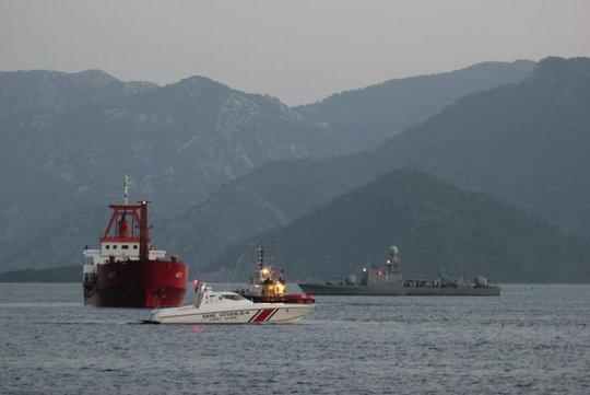 Cảnh sát biển Hy Lạp bắn thủng lỗ chỗ tàu Thổ Nhĩ Kỳ - Ảnh 2.