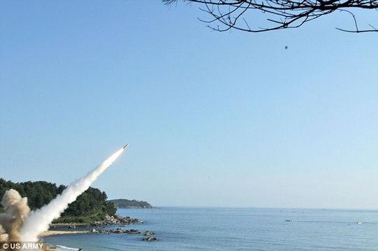 Mỹ - Hàn tập trận tên lửa đạn đạo dằn mặt Triều Tiên - Ảnh 3.