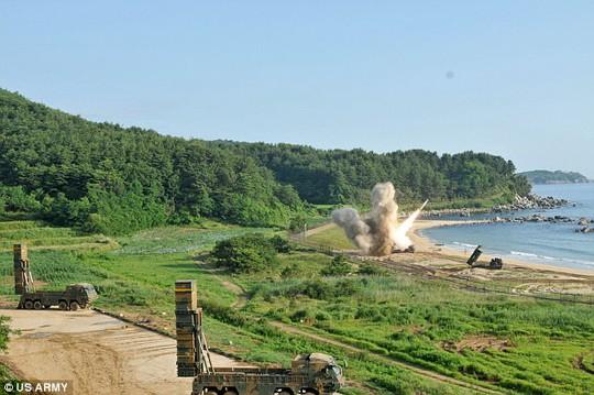 Mỹ - Hàn tập trận tên lửa đạn đạo dằn mặt Triều Tiên - Ảnh 4.