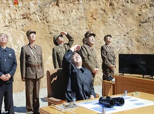 Mỹ - Hàn tập trận tên lửa đạn đạo dằn mặt Triều Tiên - Ảnh 9.