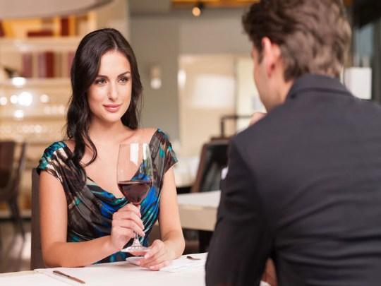 Để phụ nữ hấp dẫn hơn với người đối diện - Ảnh 3.
