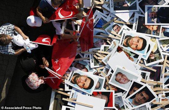 Tổng thống Thổ Nhĩ Kỳ thề lấy đầu kẻ phản bội - Ảnh 8.