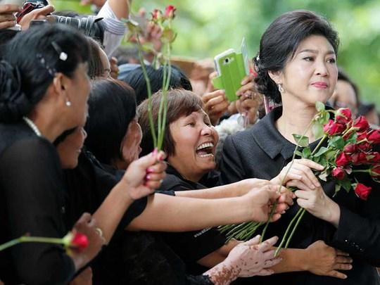 Bà Yingluck bị đóng băng hơn chục tài khoản - Ảnh 1.