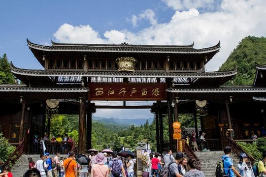 Những điểm du lịch nổi như cồn, đẹp lung linh ở Trung Quốc - Ảnh 2.