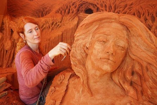 Phan Thiết có Công viên tượng cát đầu tiên trên thế giới - Ảnh 1.