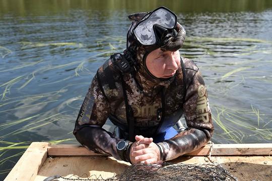 Tổng thống Putin cởi trần nghỉ mát tại Siberia - Ảnh 2.