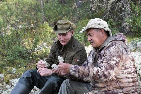 Tổng thống Putin cởi trần nghỉ mát tại Siberia - Ảnh 7.