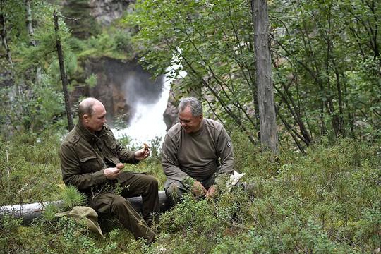 Tổng thống Putin cởi trần nghỉ mát tại Siberia - Ảnh 8.