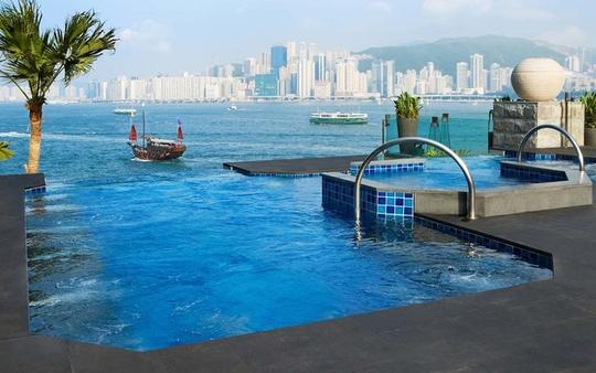 10 khách sạn có bể bơi sân thượng đẹp nhất - Ảnh 1.