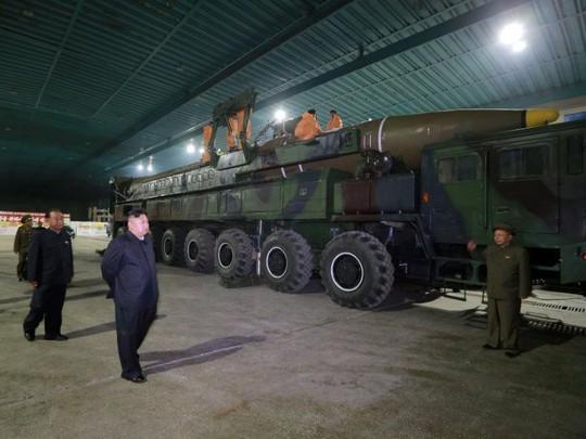 """Mỹ: Triều Tiên """"âm thầm"""" chuyển tên lửa trên biển - Ảnh 1."""
