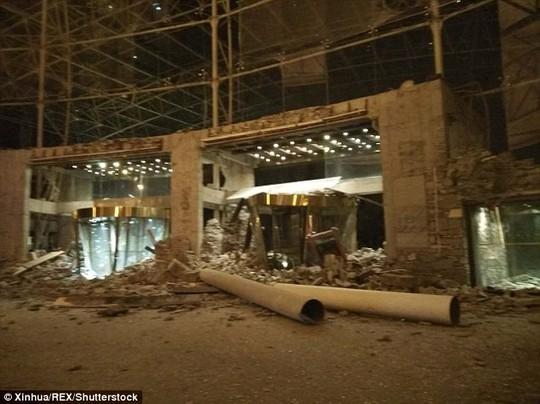 Động đất Trung Quốc, hàng trăm người thương vong - Ảnh 2.