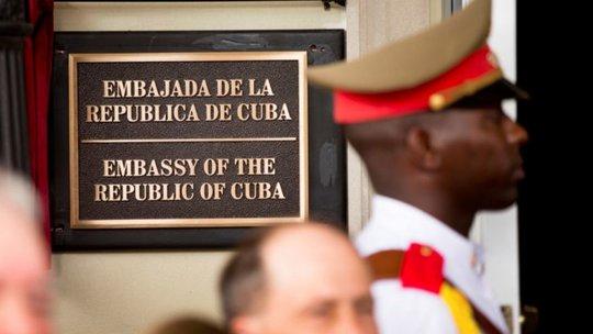 Mỹ trục xuất 2 nhà ngoại giao Cuba - Ảnh 1.
