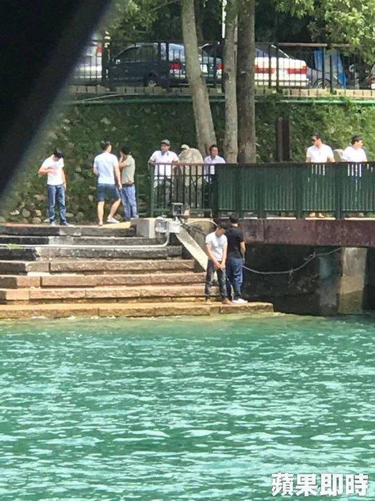 Du khách Việt tiểu bậy xuống hồ nổi tiếng Đài Loan - Ảnh 1.