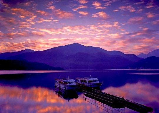Du khách Việt tiểu bậy xuống hồ nổi tiếng Đài Loan - Ảnh 3.