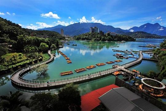 Du khách Việt tiểu bậy xuống hồ nổi tiếng Đài Loan - Ảnh 4.
