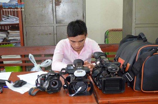 Nhân viên quán karaoke trộm camera, máy ảnh của chủ - Ảnh 1.