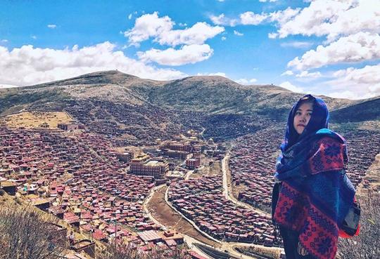 Cô gái Việt can đảm chứng kiến tục thiên táng của người Tạng - Ảnh 1.