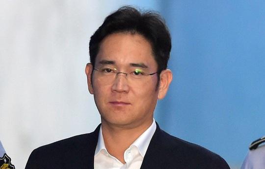 Thái tử Samsung lãnh 5 năm tù giam - Ảnh 1.