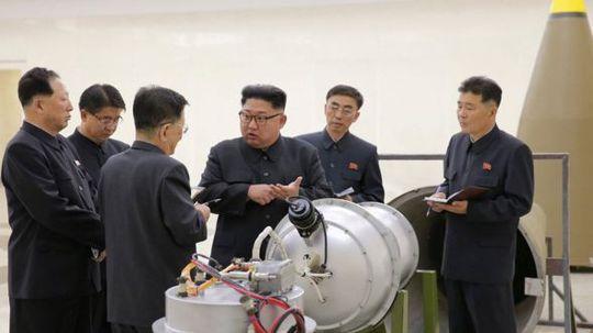 """Tổng thống Mỹ gọi Triều Tiên là """"thù địch và nguy hiểm"""" - Ảnh 1."""