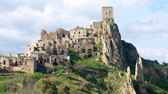 15 địa điểm đẹp bị bỏ hoang như TP ma trên thế giới - Ảnh 2.