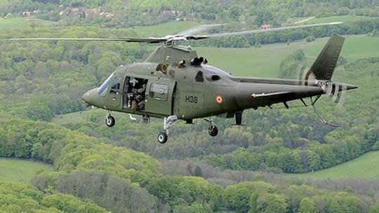 Bí ẩn phi công Bỉ rơi khỏi trực thăng - Ảnh 1.