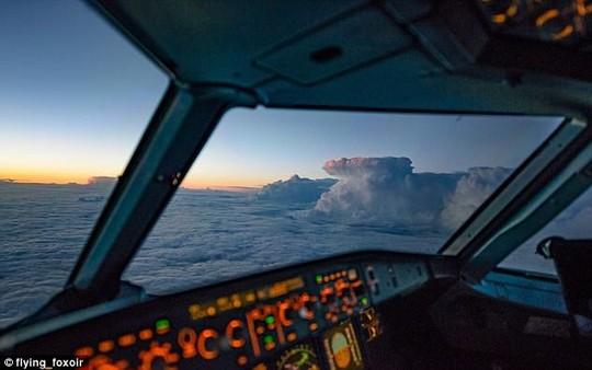 Ảnh châu Âu từ trên cao cực đẹp do phi công chụp từ buồng lái máy bay - Ảnh 2.