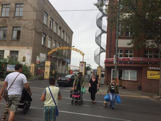 Khám phá khu chợ Việt giữa lòng Berlin - Ảnh 1.