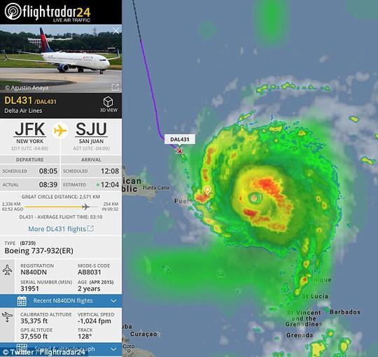 Phi công liều lĩnh lái máy bay xuyên bão Irma - Ảnh 1.