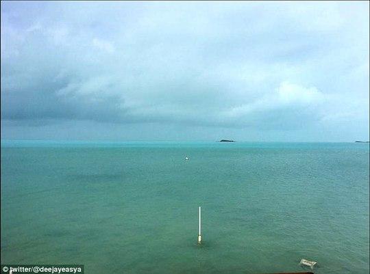 Bão Irma rút cạn nước biển, hiện tượng kỳ quái hiếm thấy - Ảnh 2.