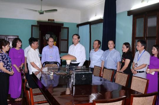 Chủ tịch nước dâng hương tưởng niệm Chủ tịch Hồ Chí Minh - Ảnh 1.
