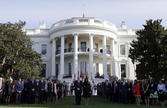 Tổng thống Donald Trump và phu nhân Melania Trump trong lễ tưởng niệm vụ 11-9 tại Nhà Trắng. Ảnh: AP