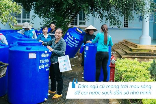 Những hình ảnh đáng nhớ trong hành trình trao tặng nước sạch - Ảnh 1.