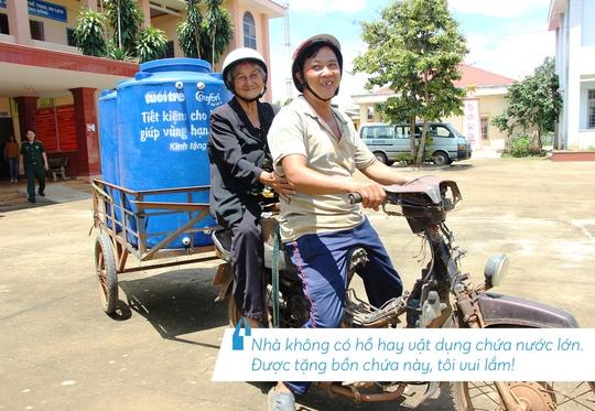 Những hình ảnh đáng nhớ trong hành trình trao tặng nước sạch - Ảnh 2.