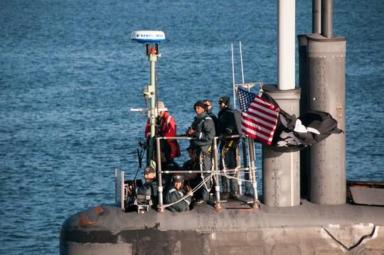 Khi tàu ngầm Mỹ treo cờ cướp biển - Ảnh 1.