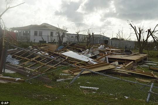 Đảo Barbuda sạch bóng người sau siêu bão Irma - Ảnh 2.