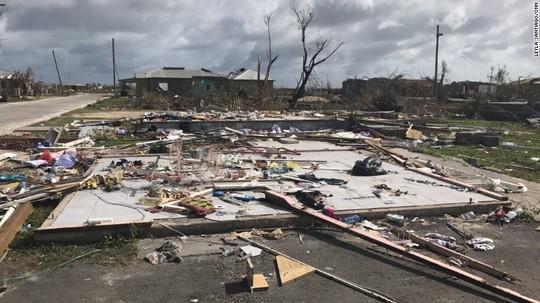 Đảo Barbuda sạch bóng người sau siêu bão Irma - Ảnh 3.