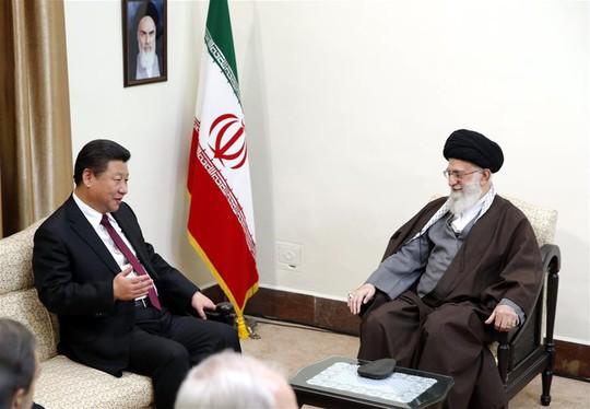 Trung Quốc hối hả đổ tiền vào Iran - Ảnh 1.