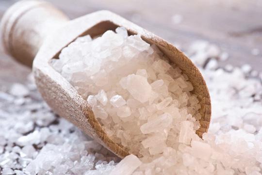 4 cách giảm mỡ bụng bằng muối đơn giản nhưng cực hiệu quả - Ảnh 1.