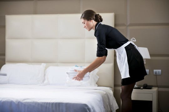 Cách đưa tiền tip ở nhà hàng, khách sạn cho người sành điệu - Ảnh 2.