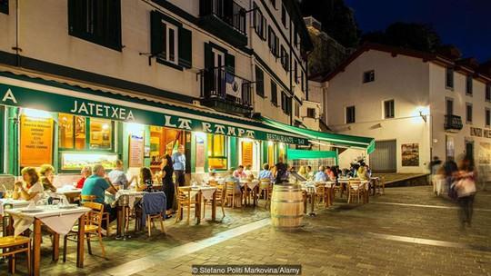 Chuyện ngủ trưa nhiều và ăn tối muộn ở Tây Ban Nha - Ảnh 2.