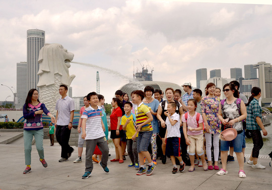 Du khách Trung Quốc được dạy ứng xử tại Singapore - Ảnh 1.