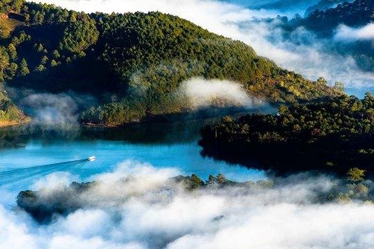 Mục sở thị hồ nước đẹp hàng đầu tại miền Nam Việt Nam - Ảnh 2.
