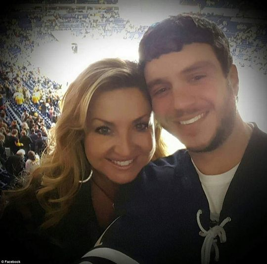 Anh Sonny Melton và vợ. Ảnh: Facebook