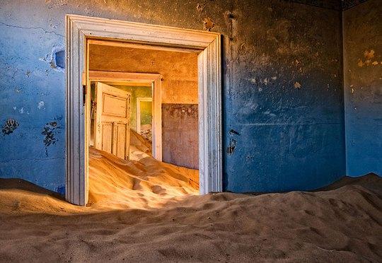 11 công trình bị bỏ hoang có vẻ đẹp ma mị trên thế gian - Ảnh 2.