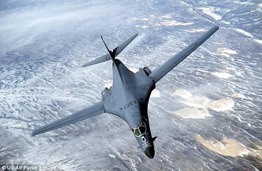 Nửa đêm, máy bay Mỹ - Hàn - Nhật nã tên lửa gần Triều Tiên - Ảnh 1.