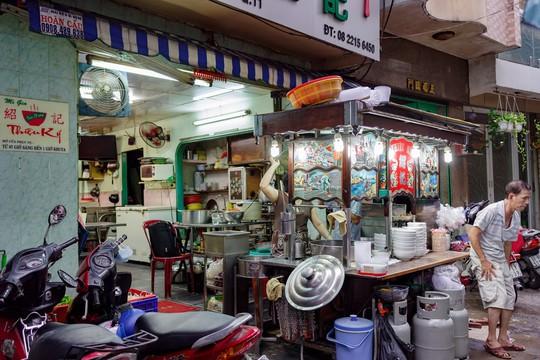 Tiệm mì 70 năm của người Hoa giữa lòng Sài Gòn - Ảnh 1.