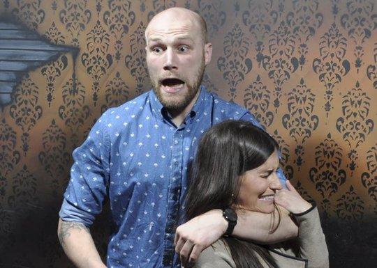 Những cảnh hài hước trong nhà ma bị camera chụp lại - Ảnh 2.